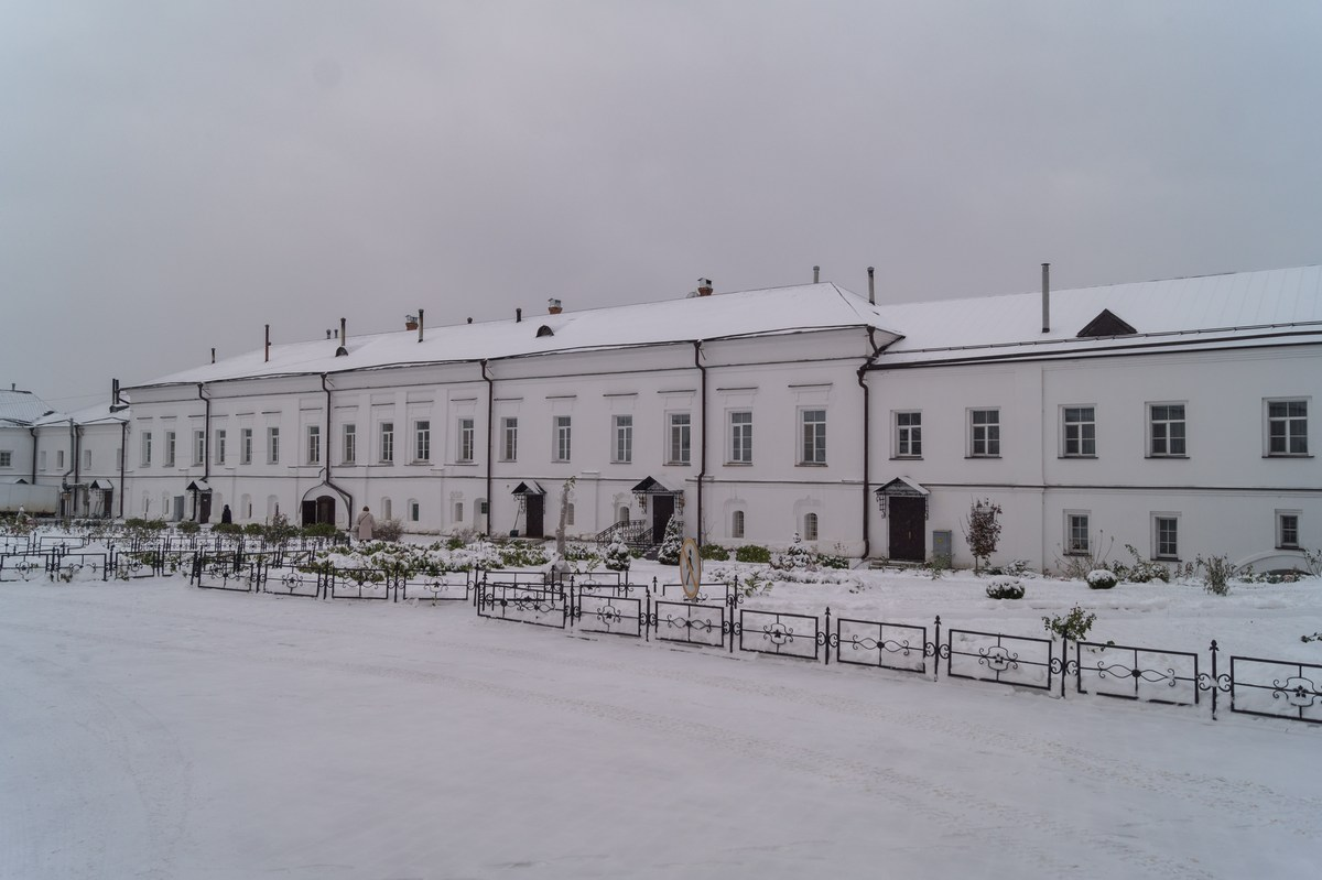 Варлаамо-Хутынский Спасо-Преображенский монастырь под Новгородом. Сестринский корпус.