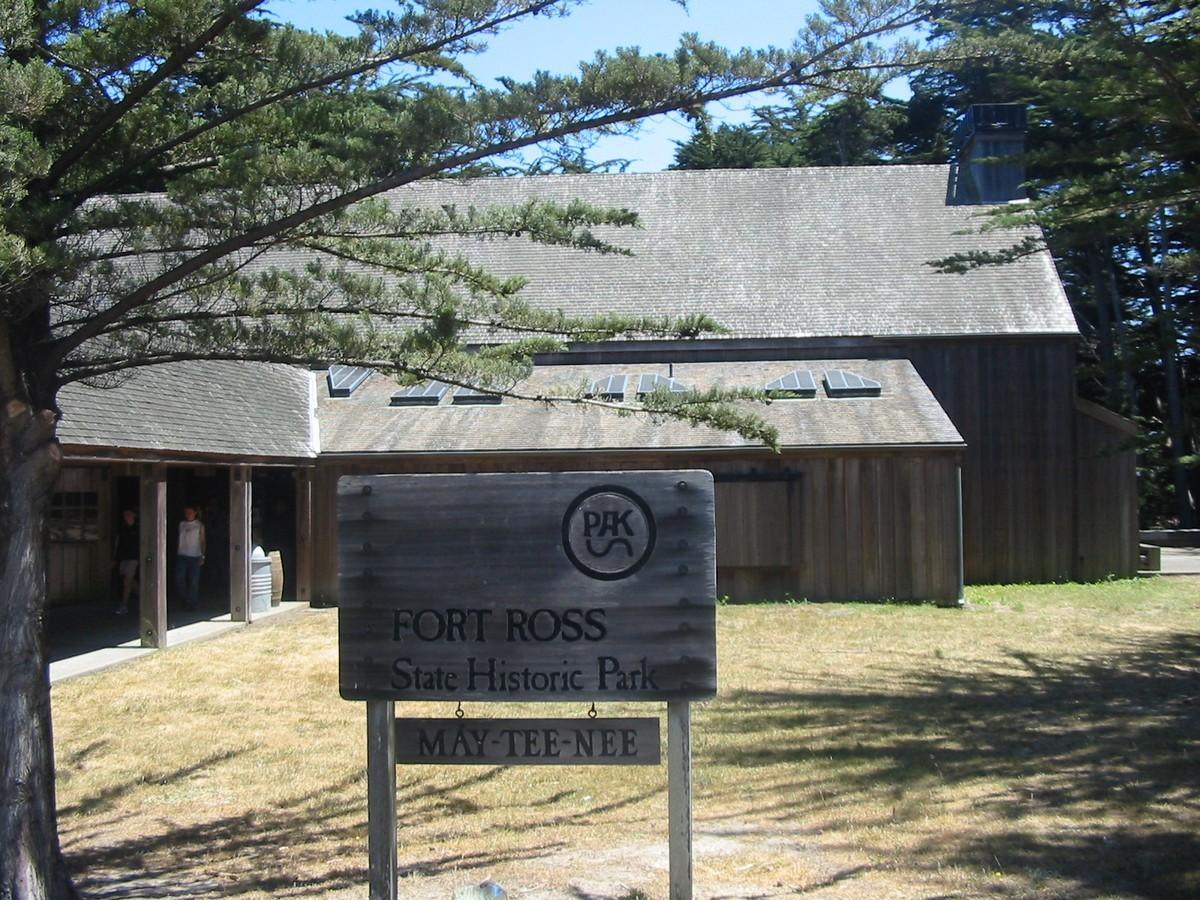 Форт Росс. У входа в исторический парк.