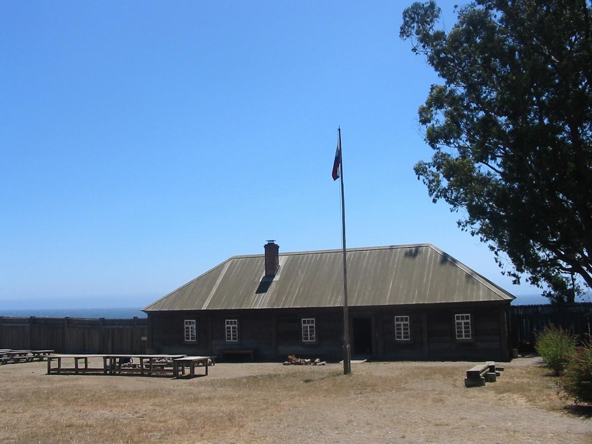 Северная Калифорния. Исторический парк-музей Форт Росс. Одно из зданий крепости.