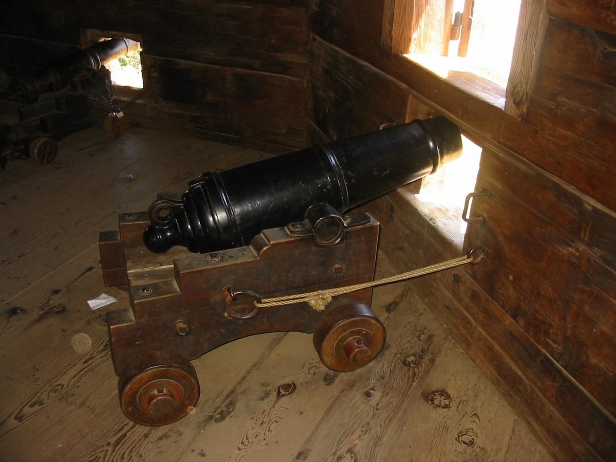 Пушка в блокгауза крепости Росс в Калифорнии.