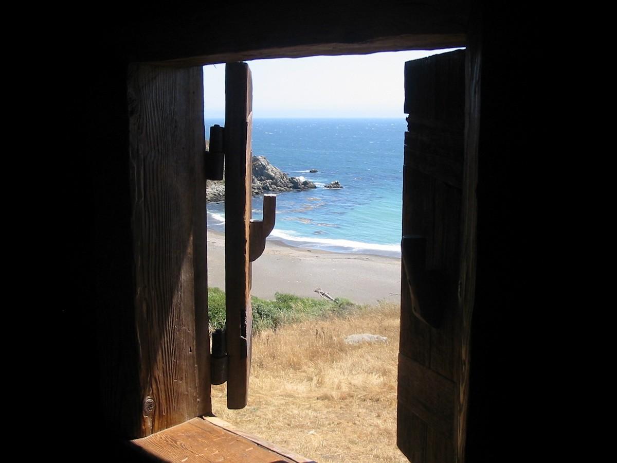 Форт Росс. Окно в океан.