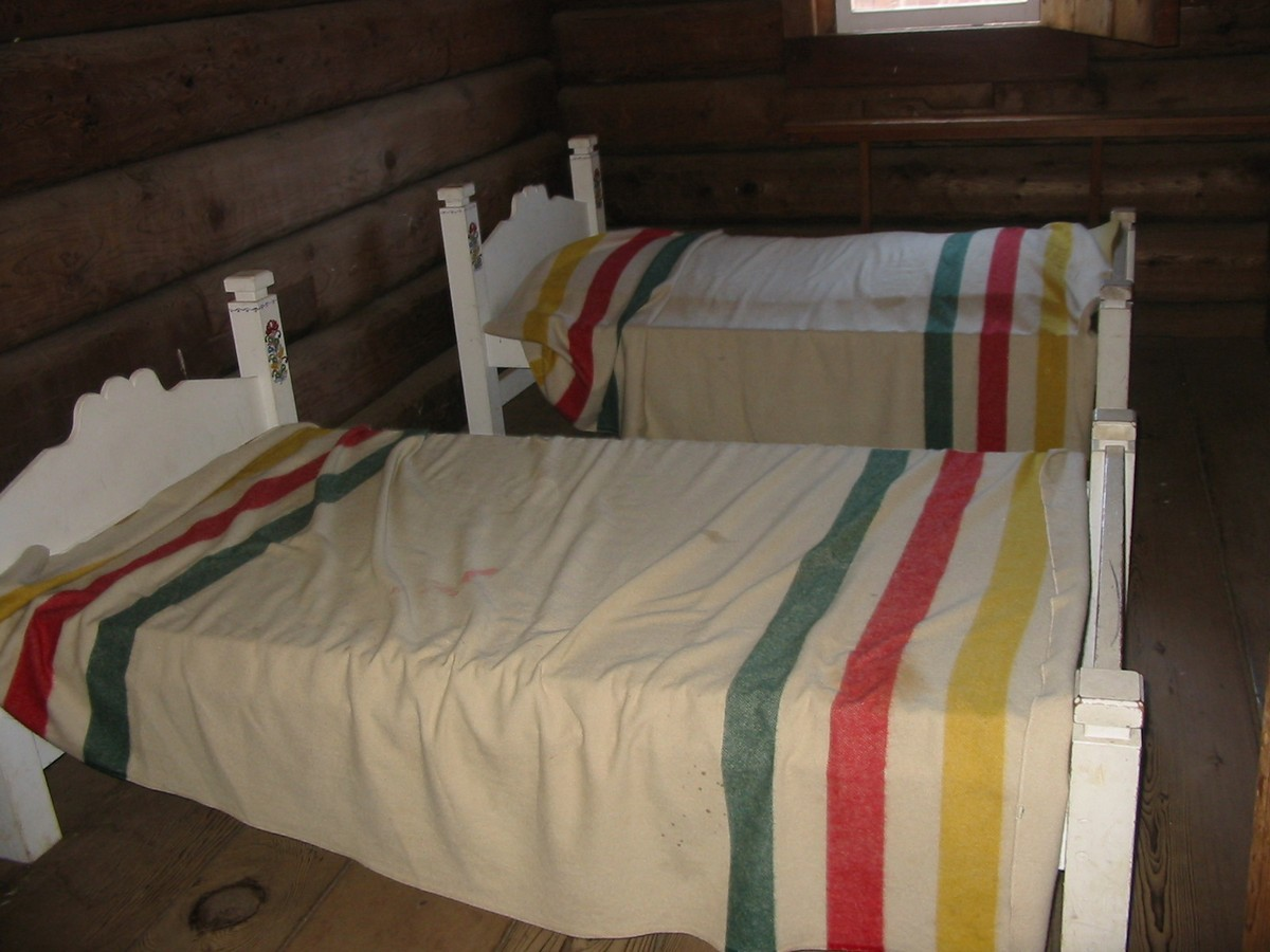Форт Росс. Есть где поспать.