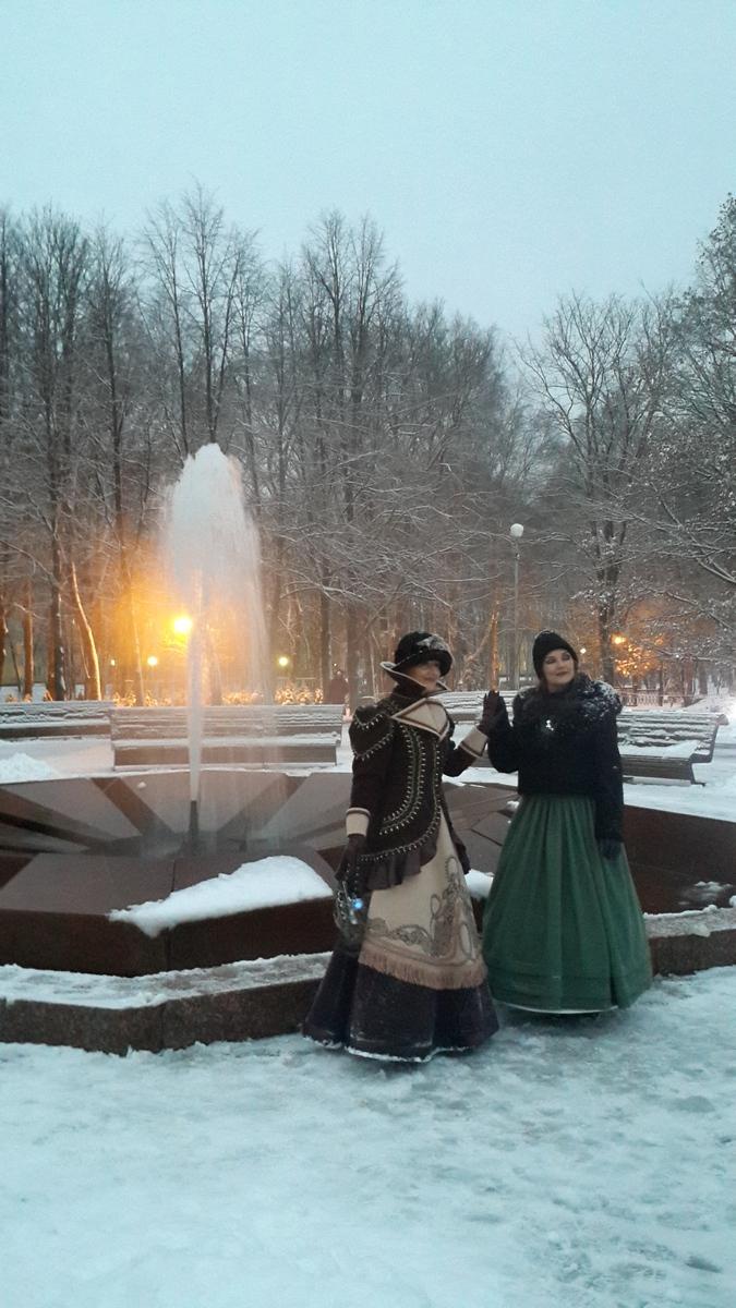 Старая Русса. Курортный парк. 19 столетие у Муравьевского фонтана.