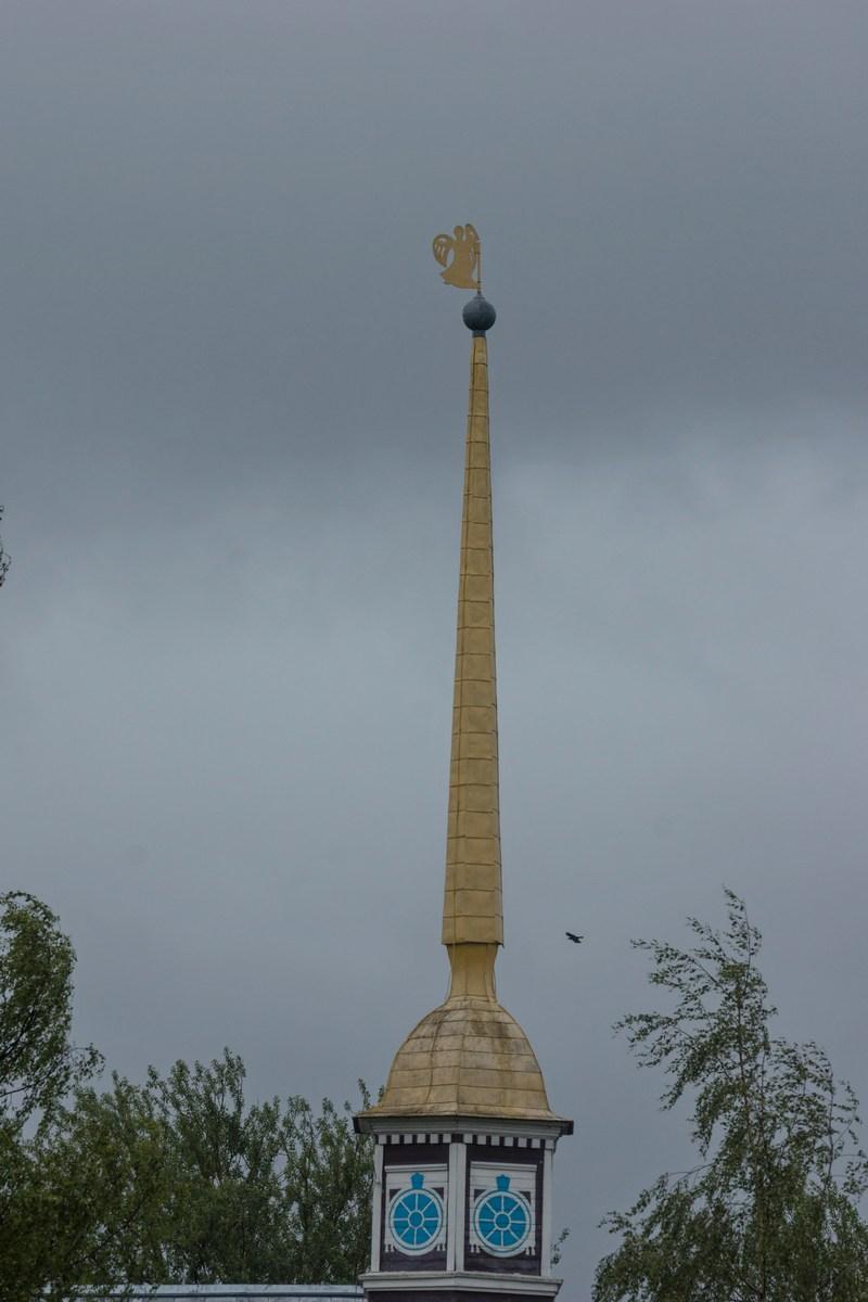 Тихвинский Успенский монастырь. Угловая башня. Шпиль.