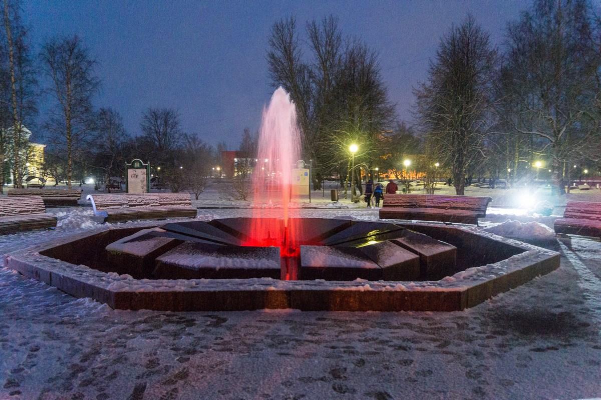 Старая Русса. Муравьевский фонтан. Красный.