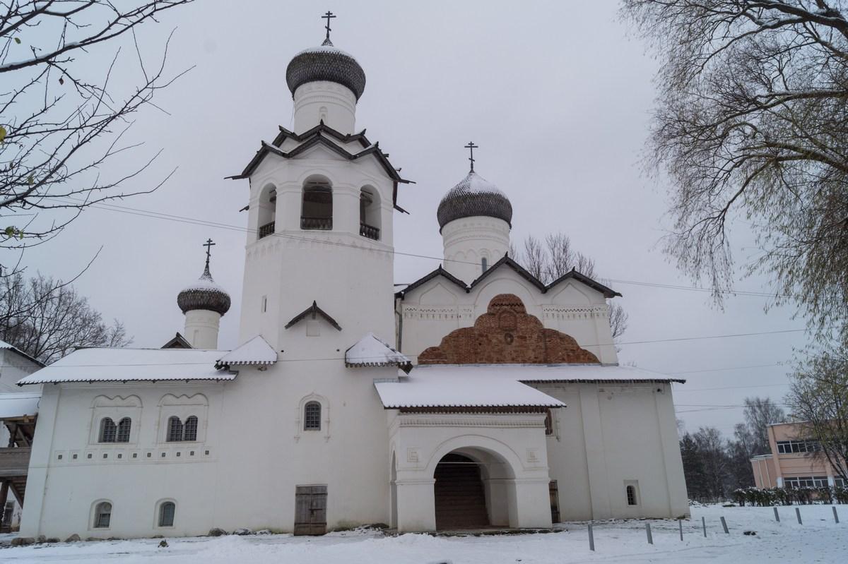 Старая Русса. Спасо-Преображенский монастырь. Собор Спаса Преображения.