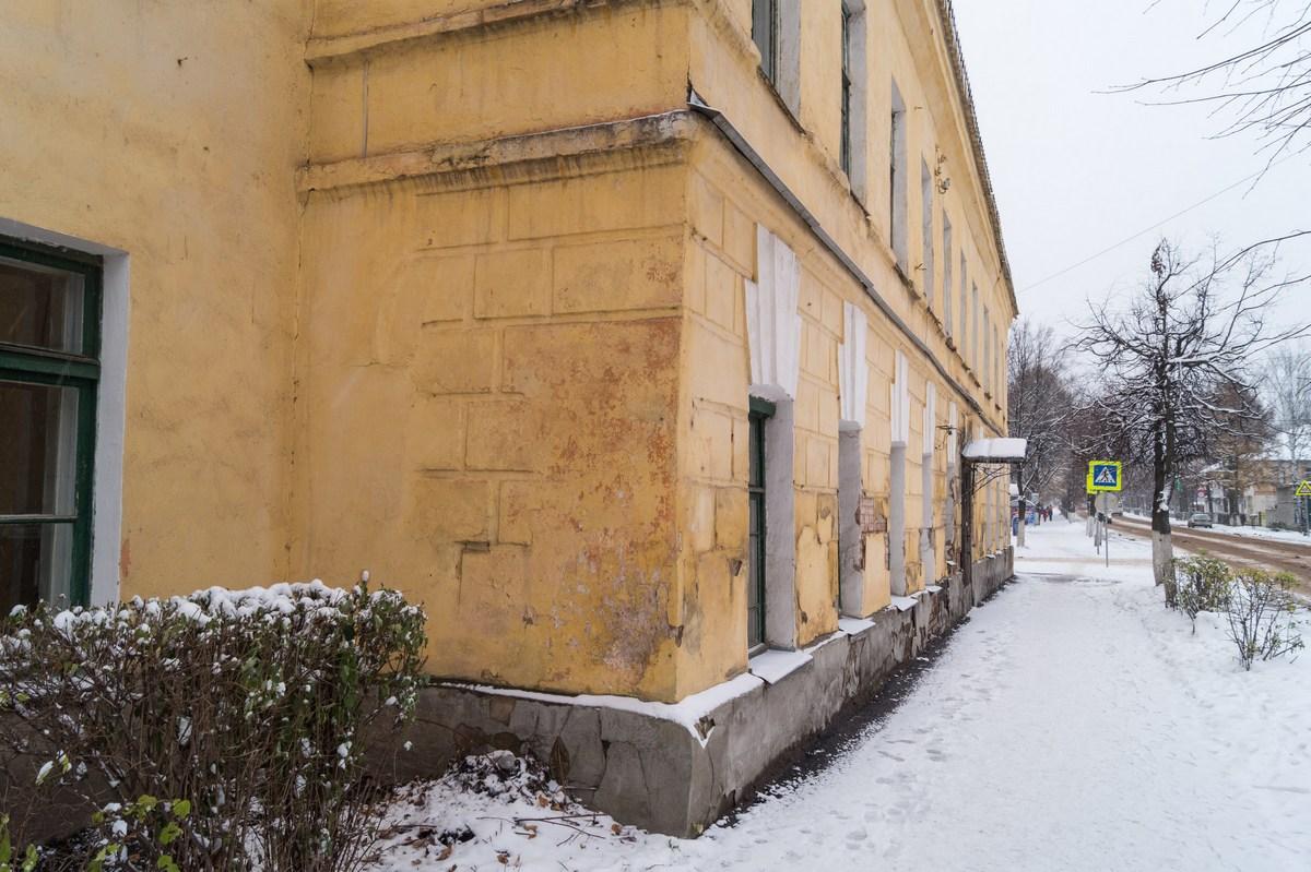 Старая Русса. Здание Городского училища (19 век).