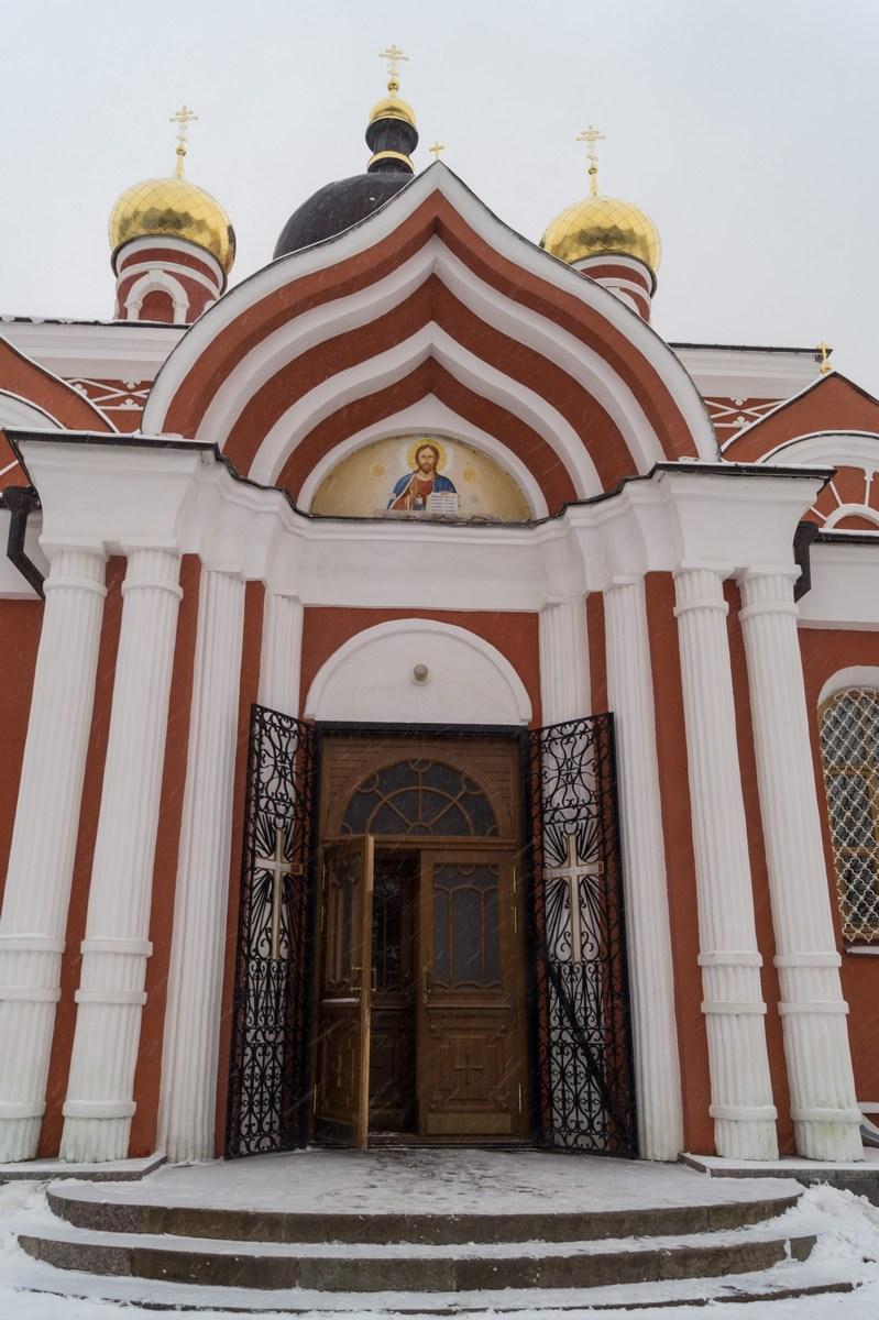 Старая Русса. Воскресенский собор. У входа.