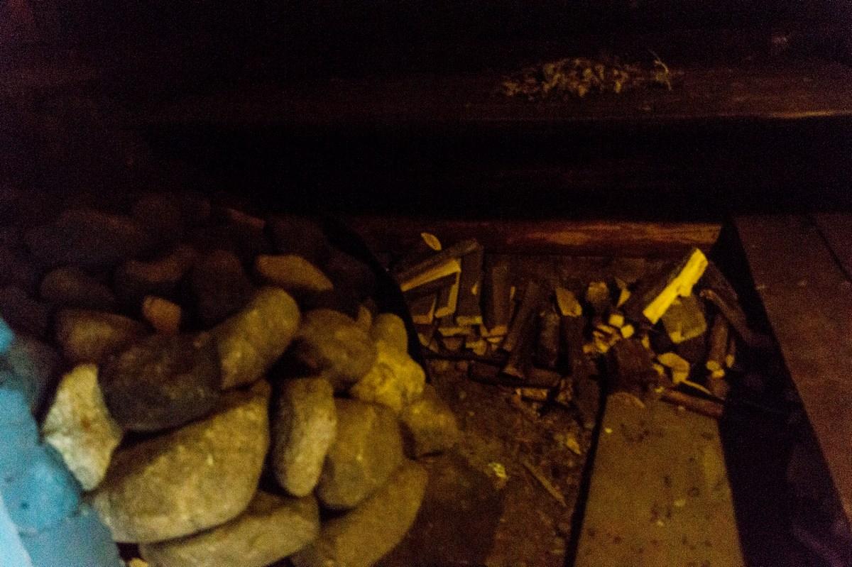 Старая Русса. Усадьба средневекового рушанина. Печка-каменка в баньке.