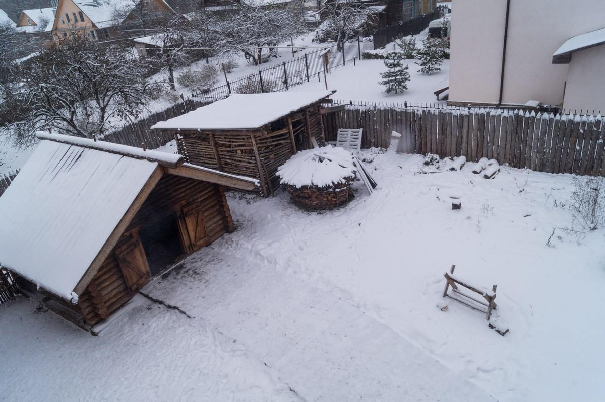 Старая Русса. Усадьба средневекового рушанина. Вид сверху на двор с солеварней.