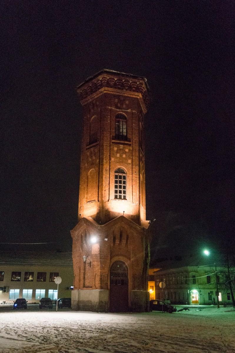 Старая Русса. Водонапорная башня на Соборной площади.