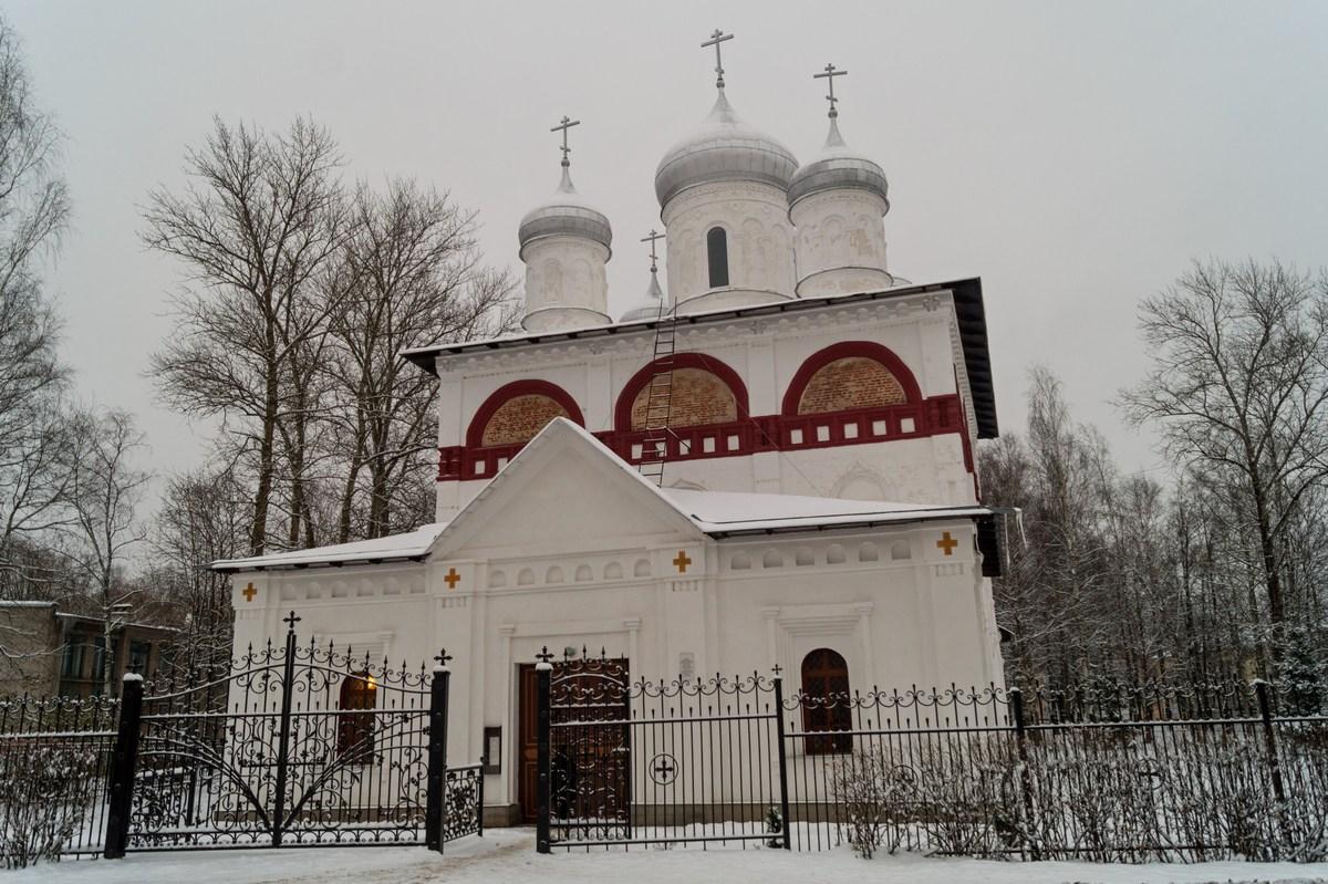 Старая Русса. У Троицкой церкви.