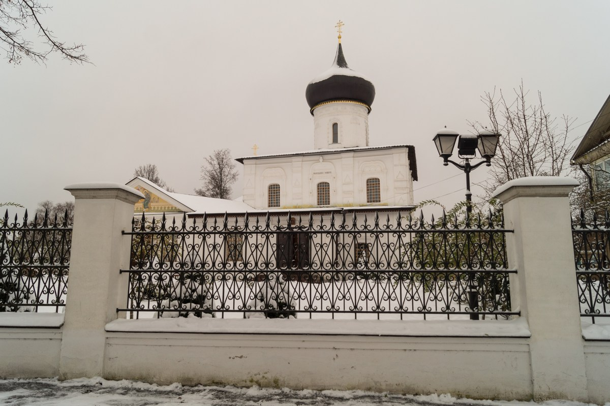 Старая Русса. У Георгиевской церкви.