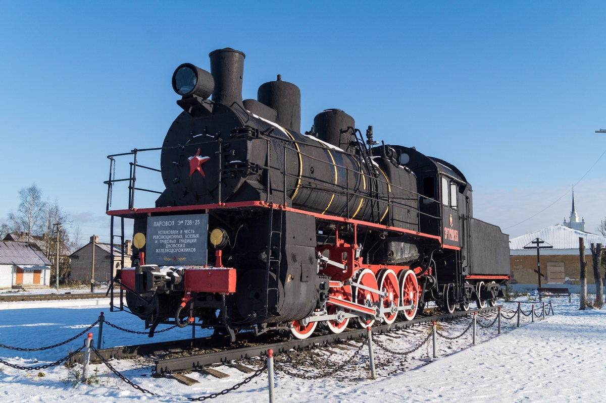 Железнодорожная станция Дно. Паровоз  Эм 728-23.