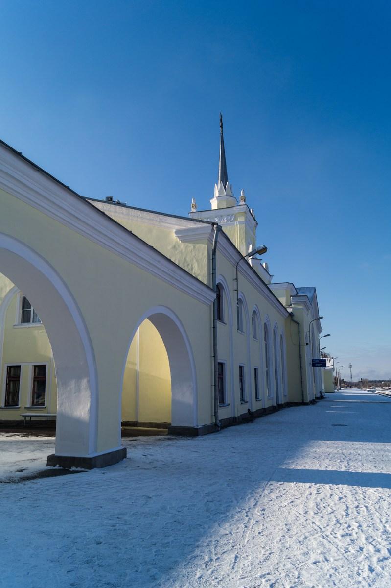 Железнодорожный вокзал станции Дно. Арки.