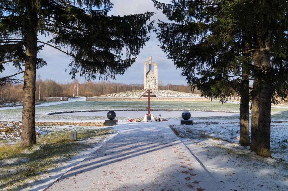 Мемориальный комплекс с крестом Порхов памятники под заказ Орехово-Зуево