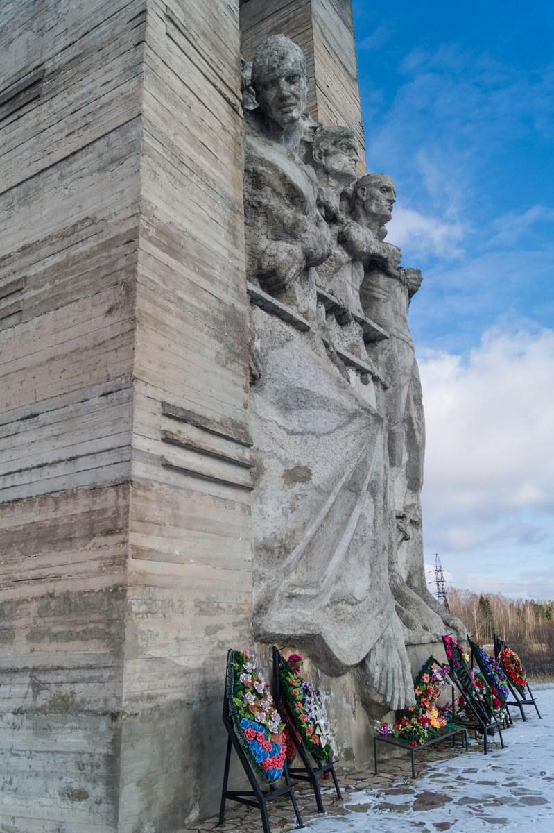 """Псковская область. У Порхова. Мемориал """"Дулаг-100"""". О монумента."""