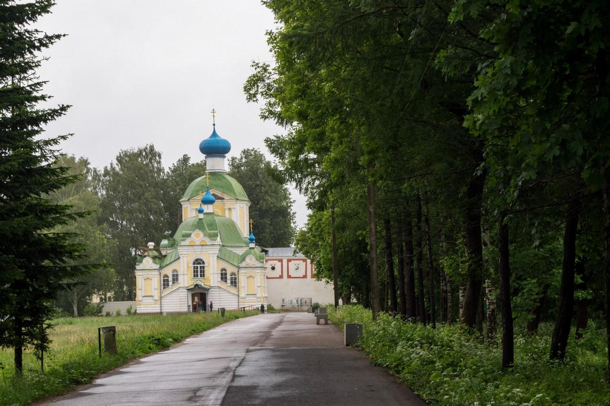 """Тихвинский Успенский монастырь. Церковь """"Крылечко""""."""