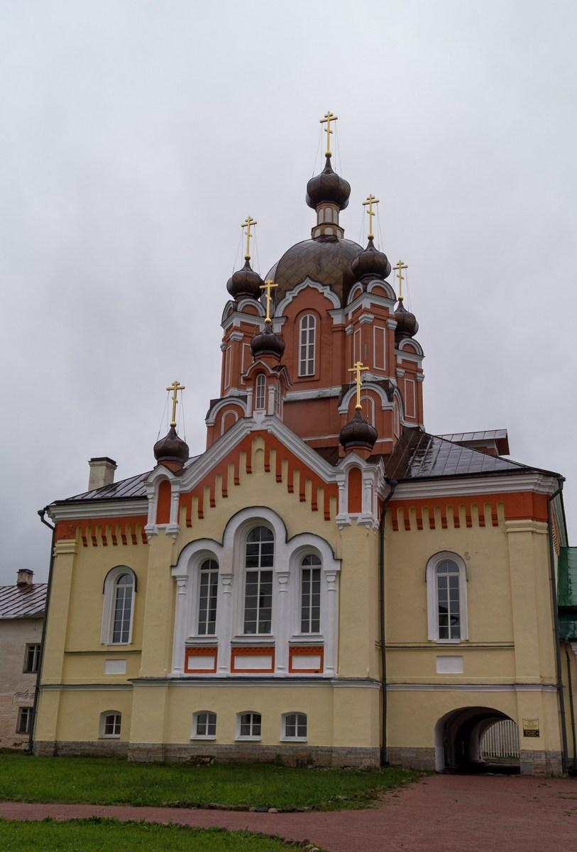 Тихвинский Успенский монастырь. Крестовоздвиженская церковь.