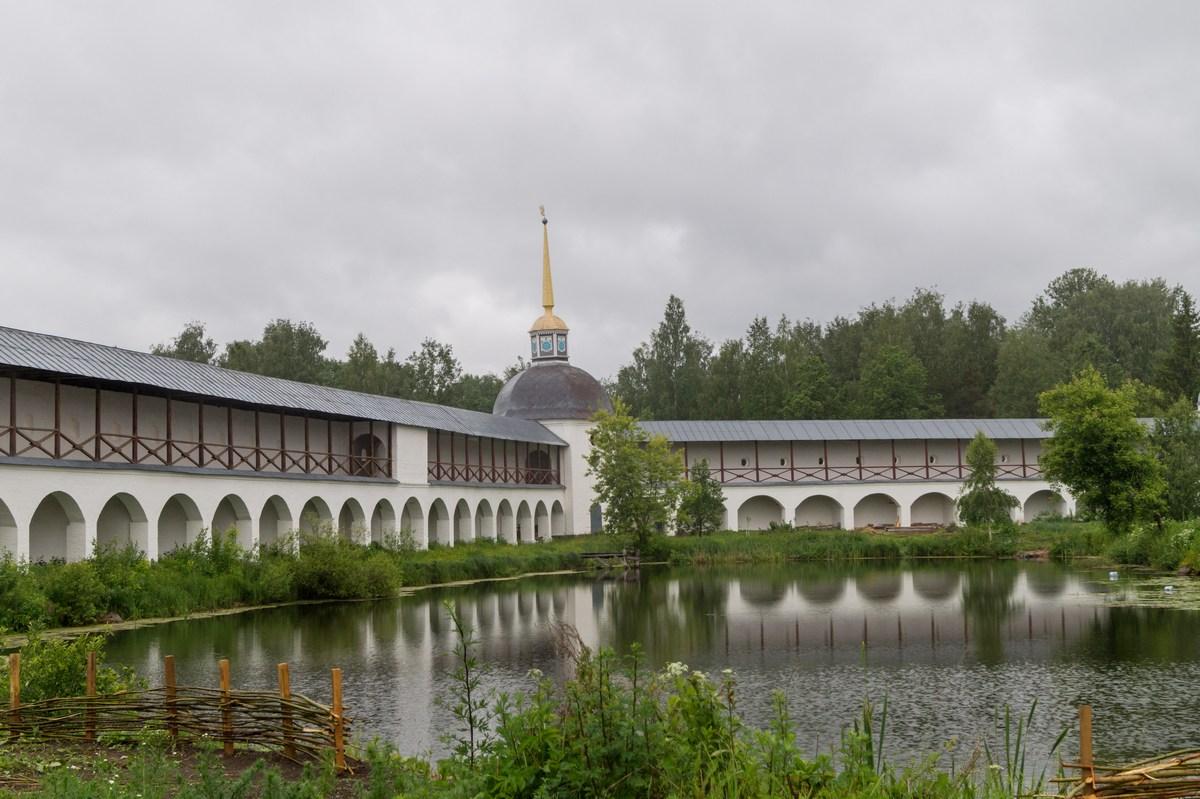 Тихвинский Успенский монастырь. Монастырский пруд.