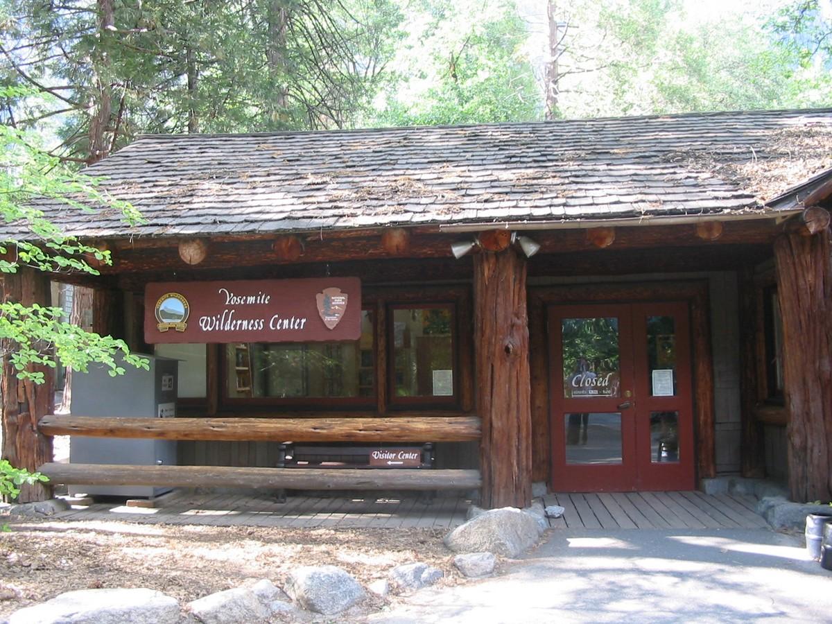 Калифорния. Долина Йосемити. У входа в туристический центр. Closed?
