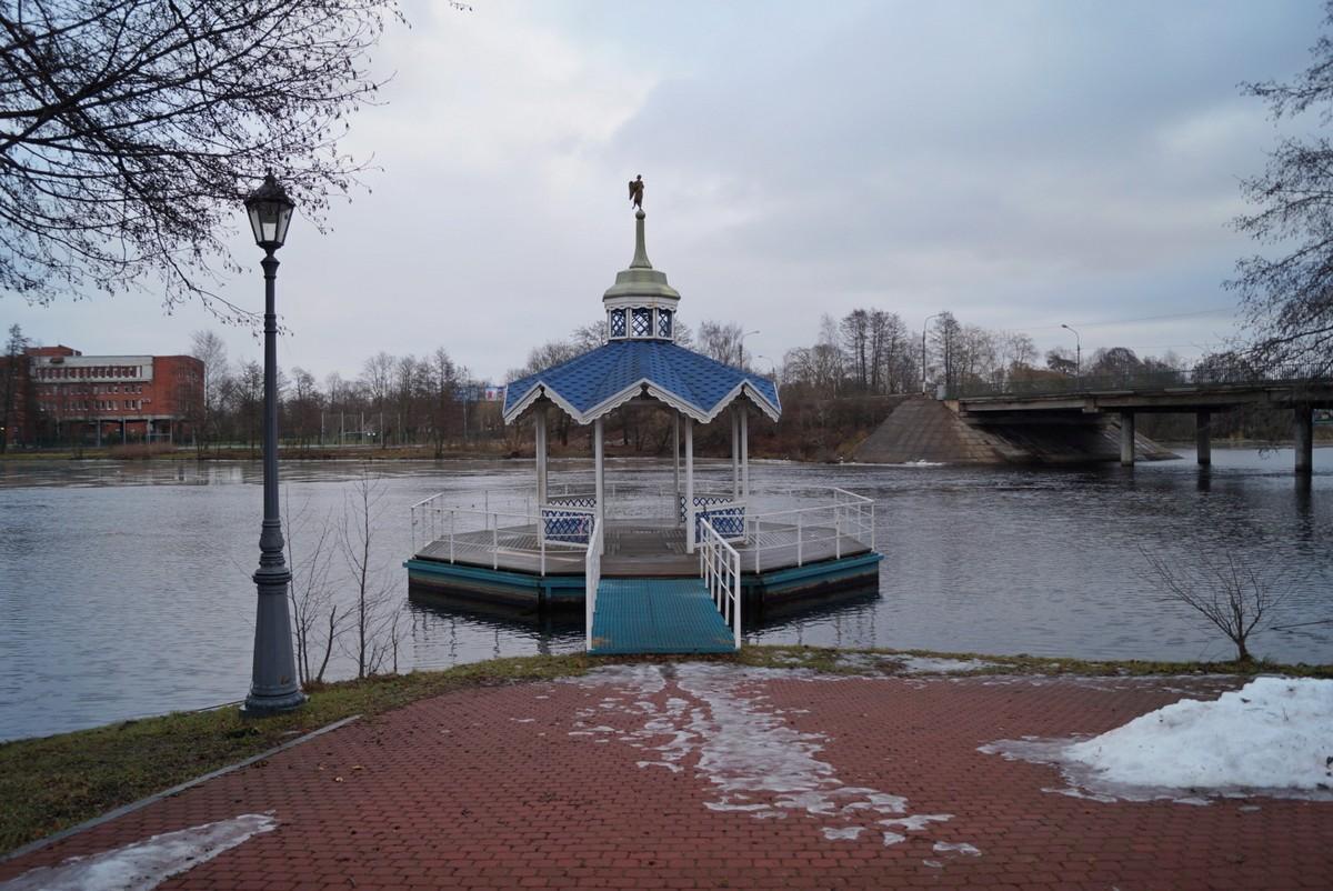 Сестрорецк. У Петропавловской церкви. Иордань.