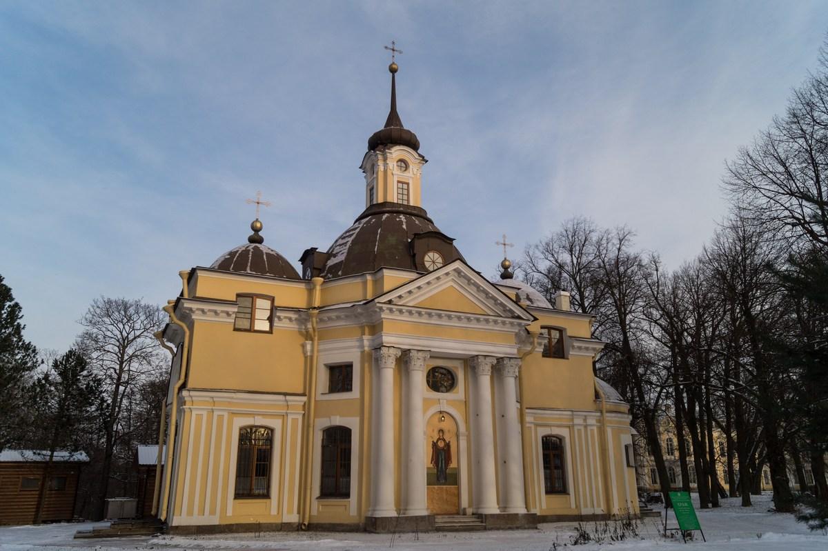 Парк Знаменка. Петропавловская церковь.