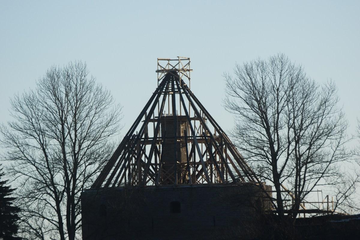 У Ладожского озера и у Невы. Вид на Ореховый остров и на крепость Орешек. Январь. Купол Королевской башни.