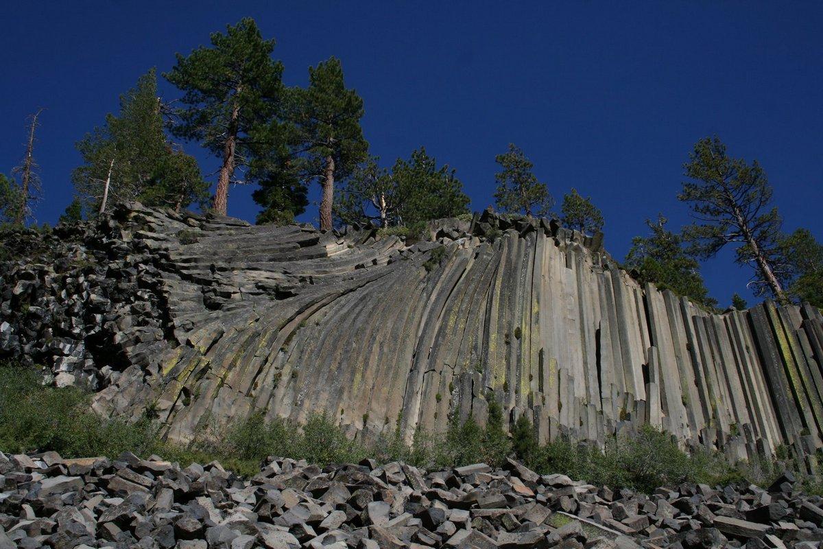 Дьявольские столбы в Калифорнии (Devils Postpile National Monument)