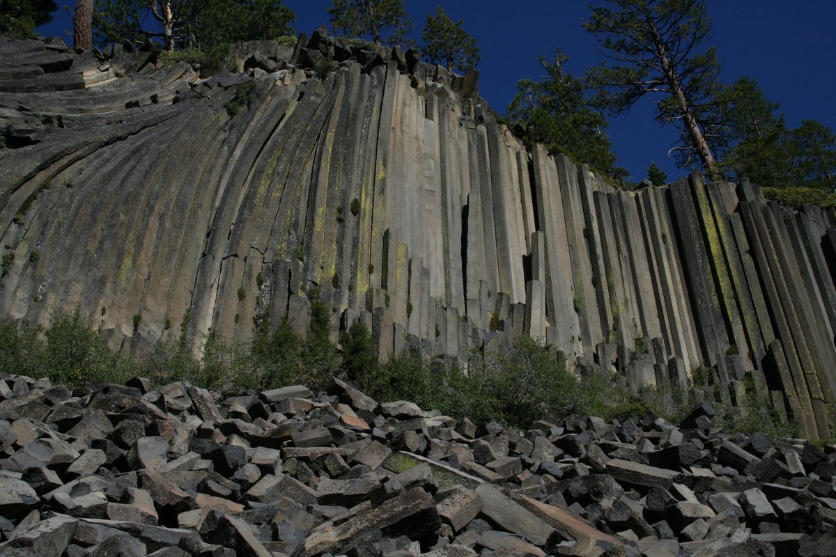 Дьявольские столбы в Калифорнии (Devils Postpile National Monument)