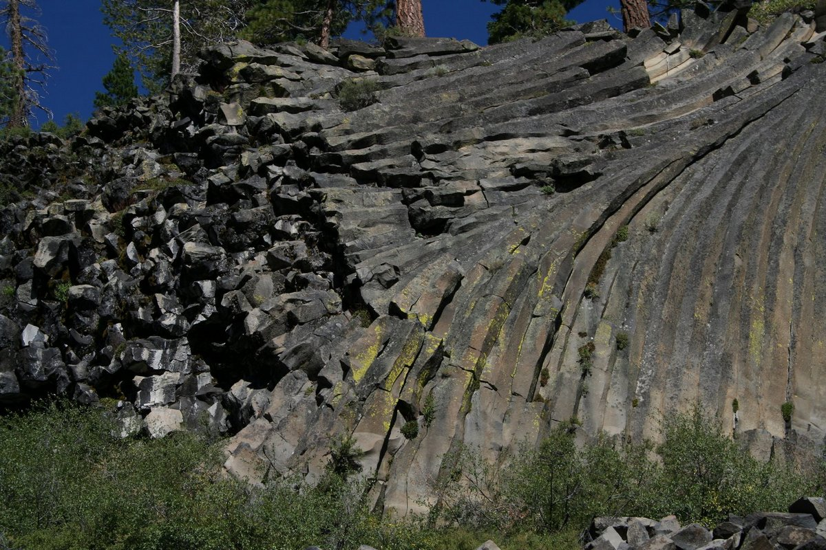 IДьявольские столбы в Калифорнии (Devils Postpile National Monument)