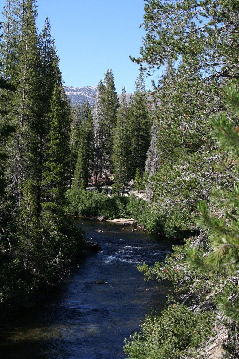 Калифорния. Дьявольские столбы. Вид на реку.