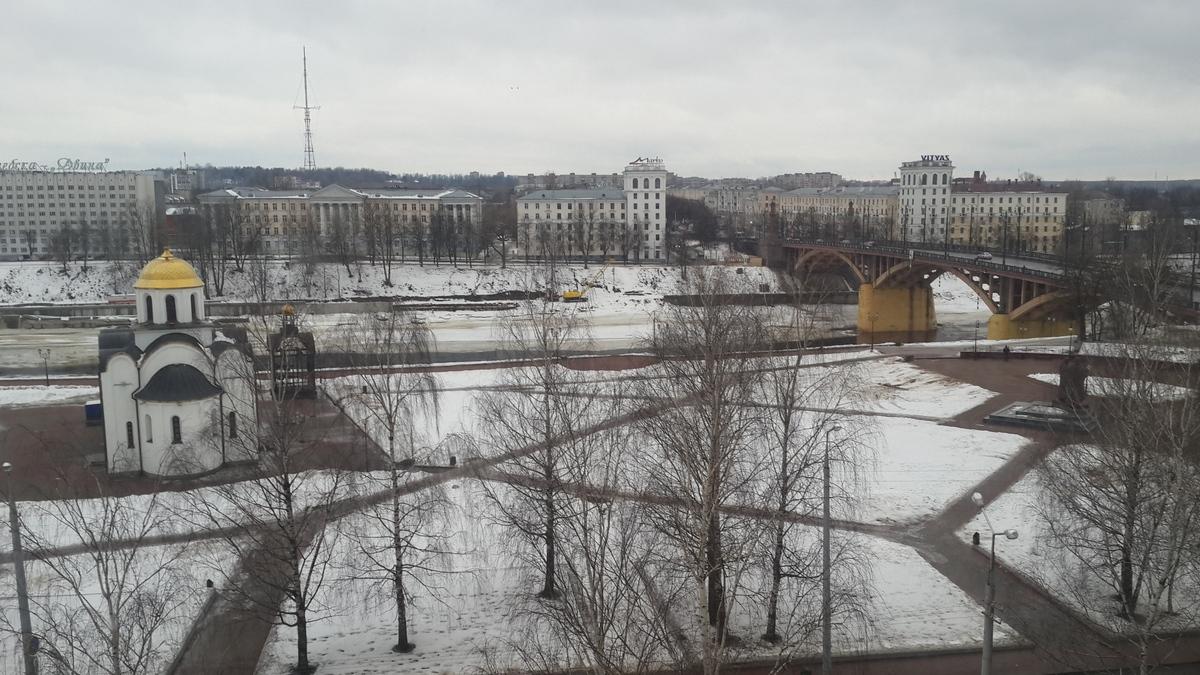 Витебск Вид из окон гостиницы на Благовещенскую церковь, мост Кирова и Западную Двину.