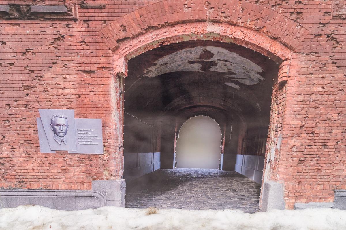 Гомель. Сквер имени Громыко. Холмские ворота Брестской крепости.