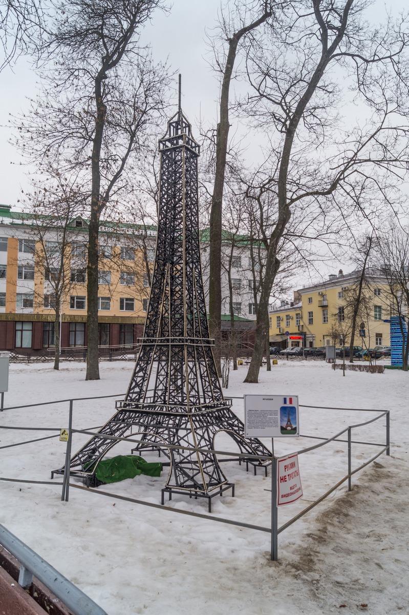Гомель. Сквер имени Громыко. Эйфелева башня в Париже.