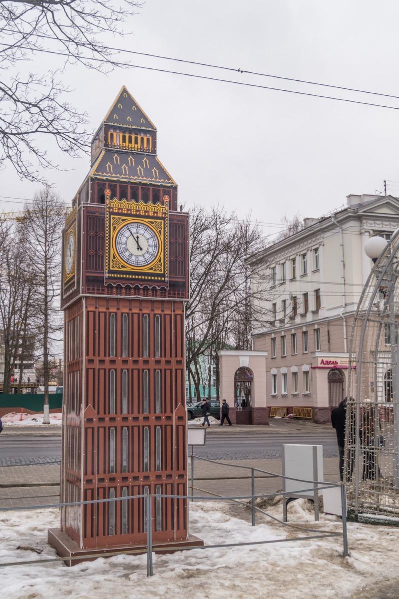 Гомель. Сквер имени Громыко. Часовая башня Вестминстерского дворца в Лондоне или Биг-Бен.