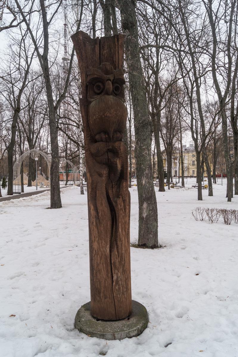 Гомель. В сквере имени Громыко. Деревянный идол.