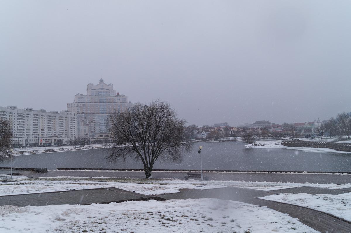 Минск. В Центральном районе. Река Свислочь.