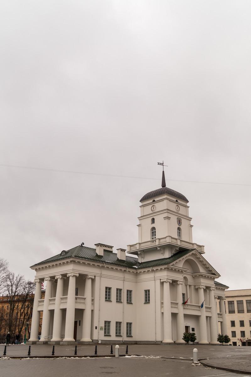 Минск. Верхний город. Ратуша на площади Свободы.