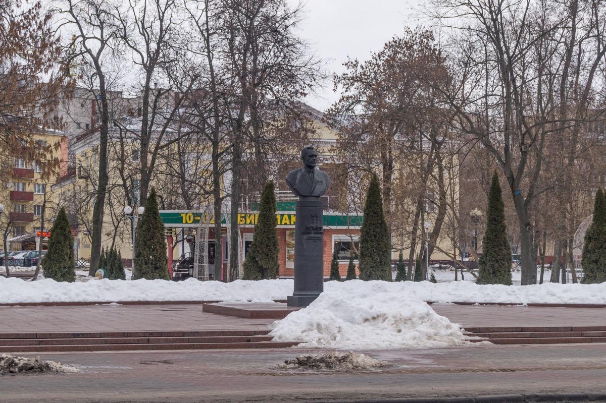 Гомель. Сквер имени Громыко. Сам Андрей Андреевич.
