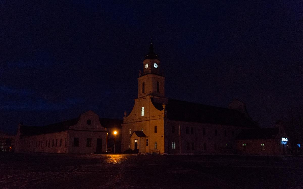 Орша. На площади перед зданием бывшего иезуитского коллегиума.