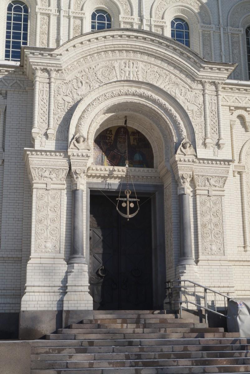 Кронштадт. Ворота Южного портала Морского Никольского собора.