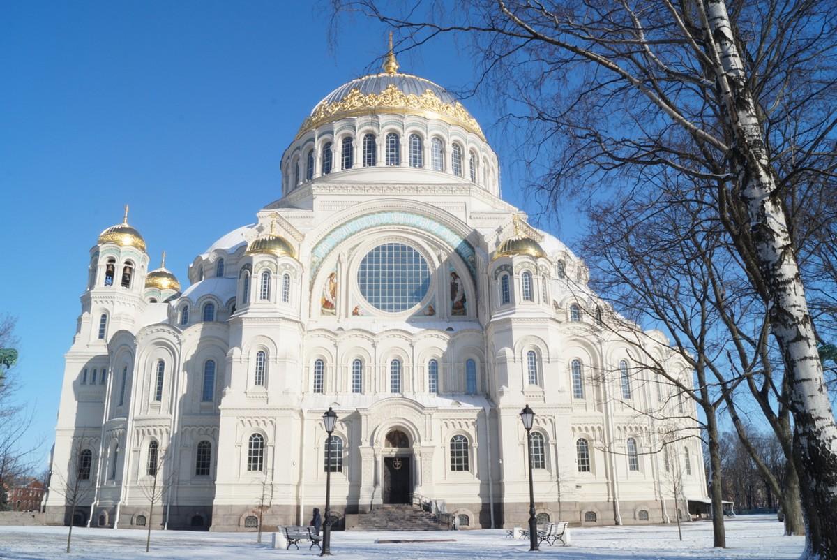 Кронштадт. Морской Никольский собор. Южный портал в начале марта.