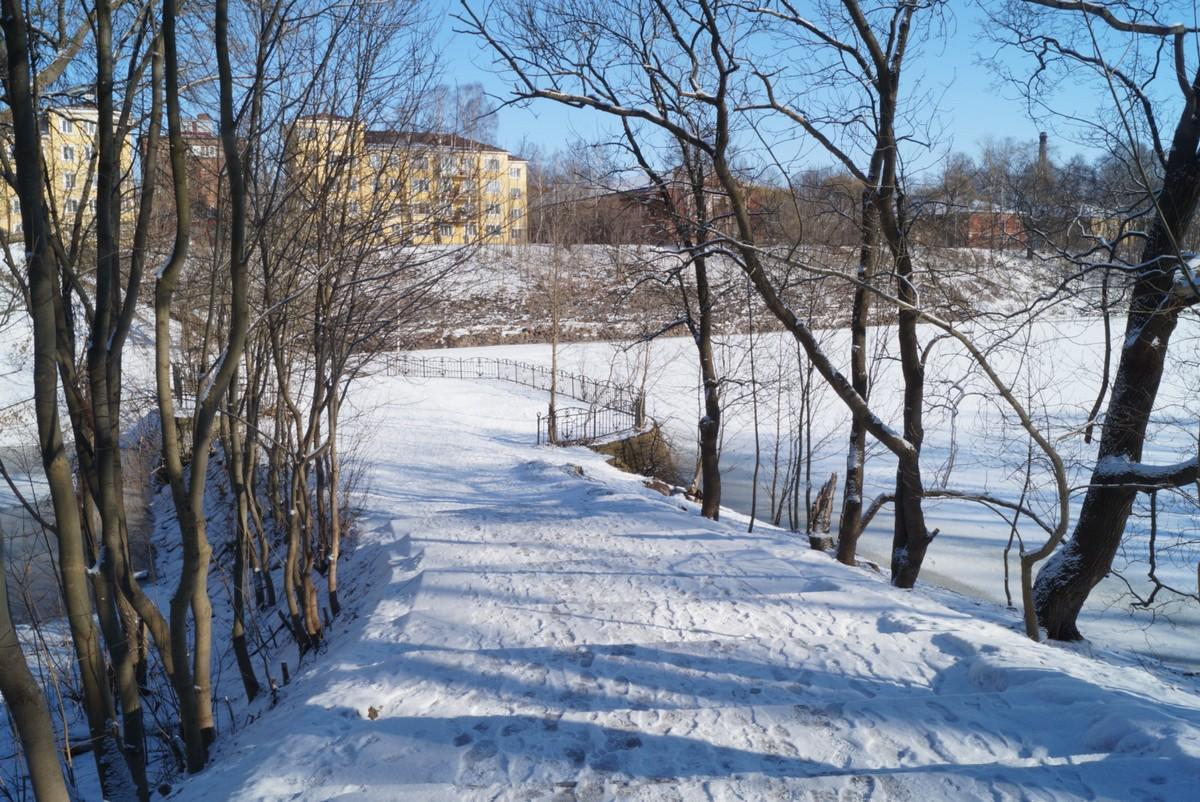 Кронштадт. Вид на Доковый бассейн со стороны Летнего сада.