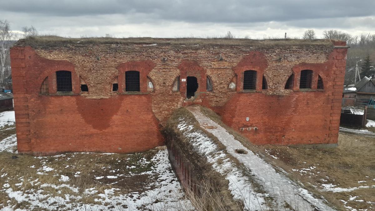Одно из зданий старой Бобруйской крепости.