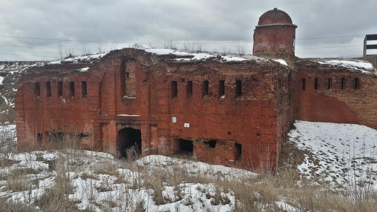 Бобруйская крепость. Горжевой редюит с наблюдательной башней.