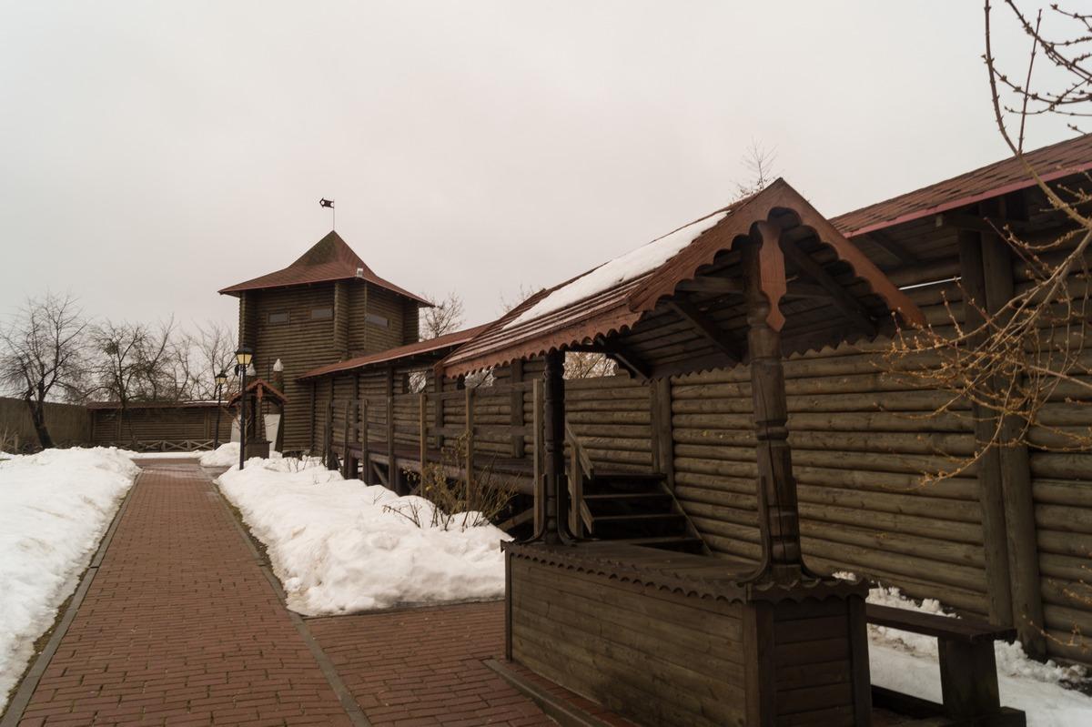 Мозырский замок. У стен и башен.