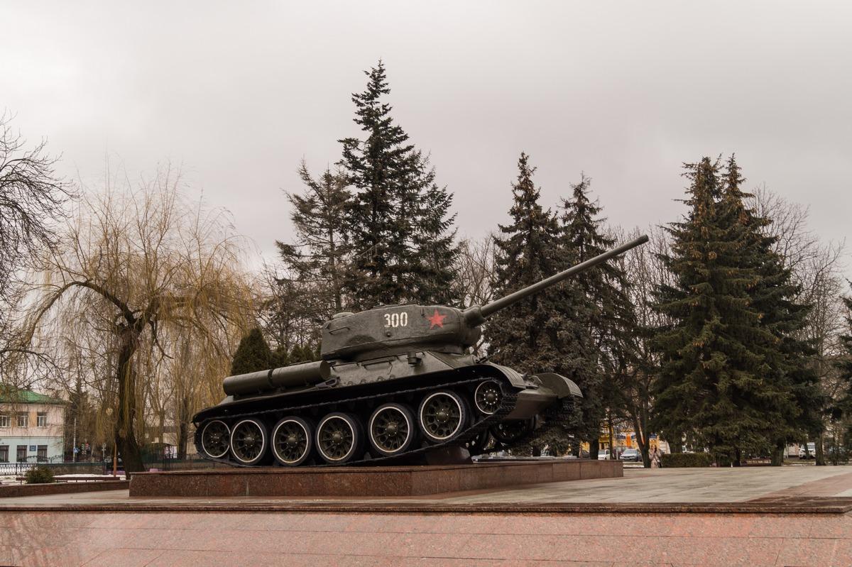 Бобруйск. Танк Т-34 на площади Победы.