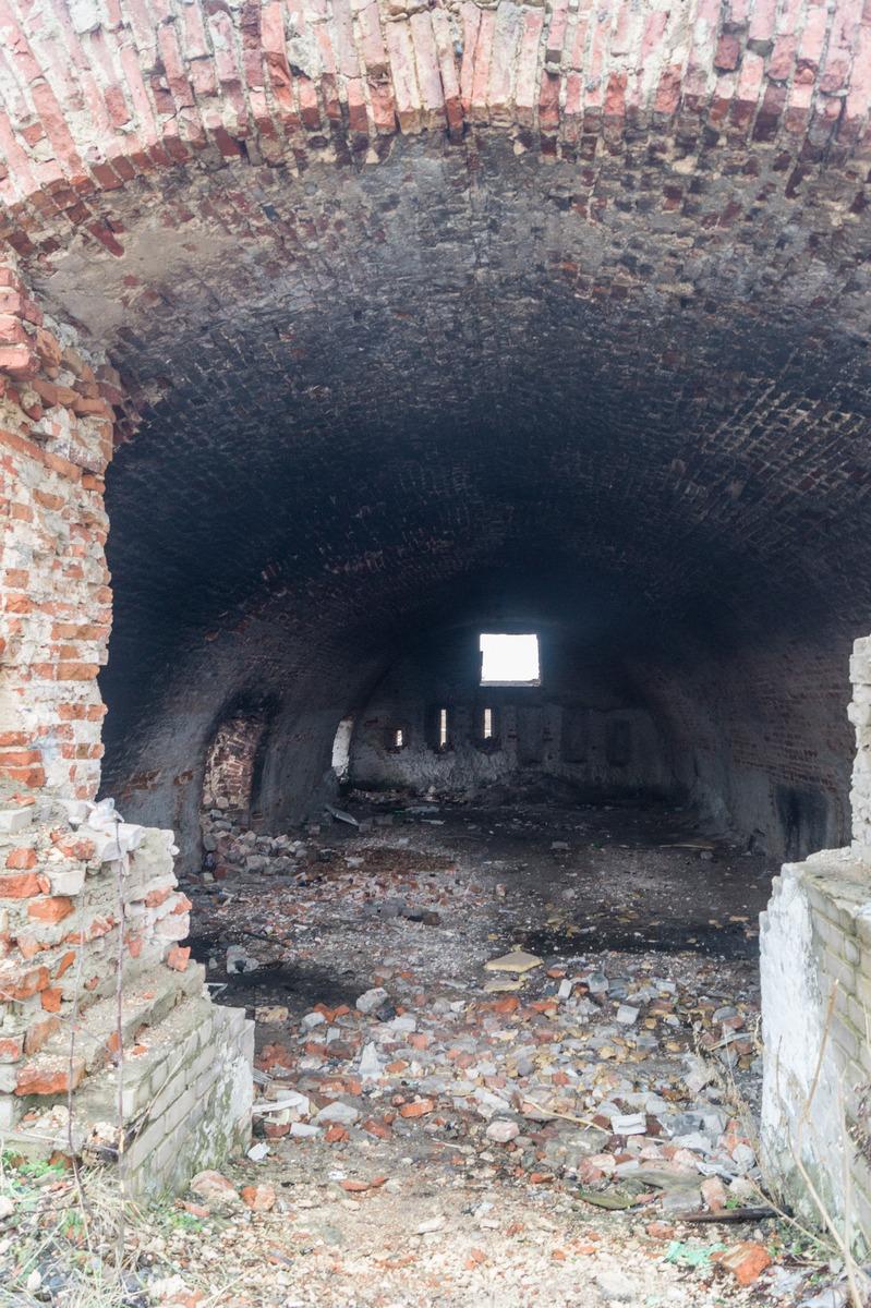 Бобруйская крепость. Одно из сохранившихся строений. Просторно внутри.