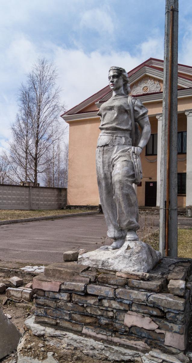 Ленинградская область. Сланцы. Памятник Жене шахтера.